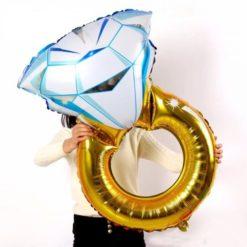 Diamond ring balloon. Made of aluminium foil, so it shines bright at the party.
